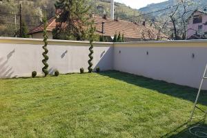 Smaragd travnik uređenje dvorišta zenica 14