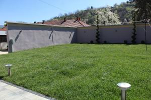 Smaragd travnik uređenje dvorišta zenica 16