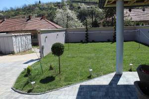 Smaragd travnik uređenje dvorišta zenica 23