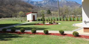 Trnovo vrt smaragd travnik 5